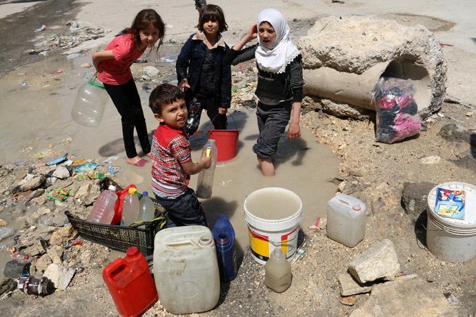 SIRIA / Kerry promette nuovi aiuti ai ribelli, che intanto privano Aleppo di acqua potabile