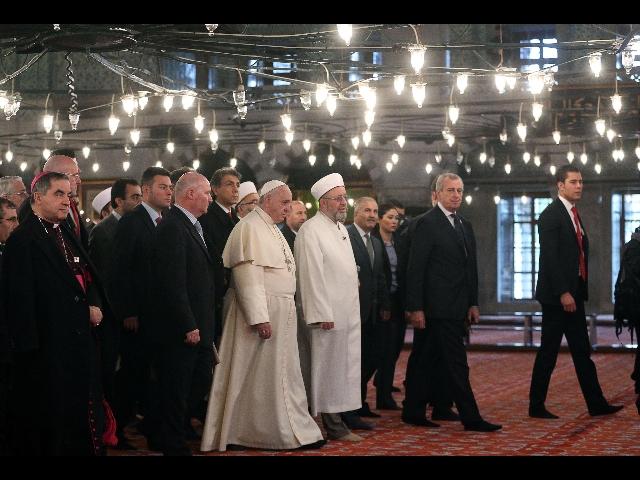 [SPECIALE] Tutto sul viaggio di Bergoglio in Turchia. Errori & orrori assortiti.