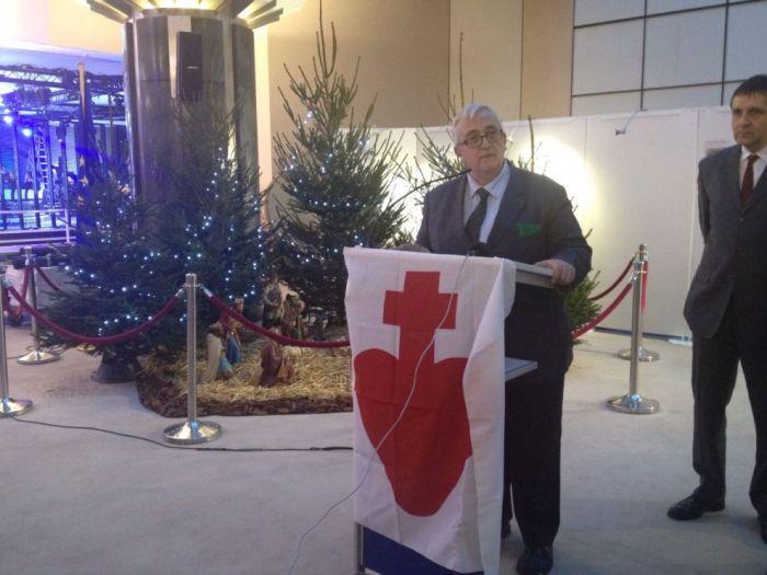 Mons. Fellay, Mario Borghezio e Alain Escada inaugurano il presepio nell'atrio del Parlamento Europeo