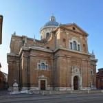 Il Tempio della Ghiara: il globo sulla sinistra indica il miracolo del 1596.