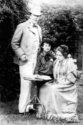 Oscar,_Constance_and_Cyril_Wilde_1892