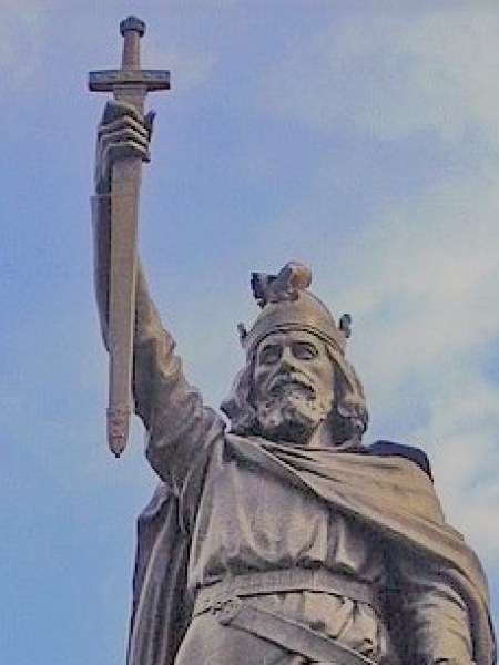 450px-Statue_d'Alfred_le_Grand_à_Winchester
