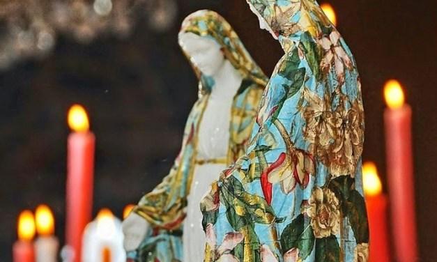 Il bello del brutto: oggetti devozionali e arte sacra popolare nel moderno romanzo cattolico inglese