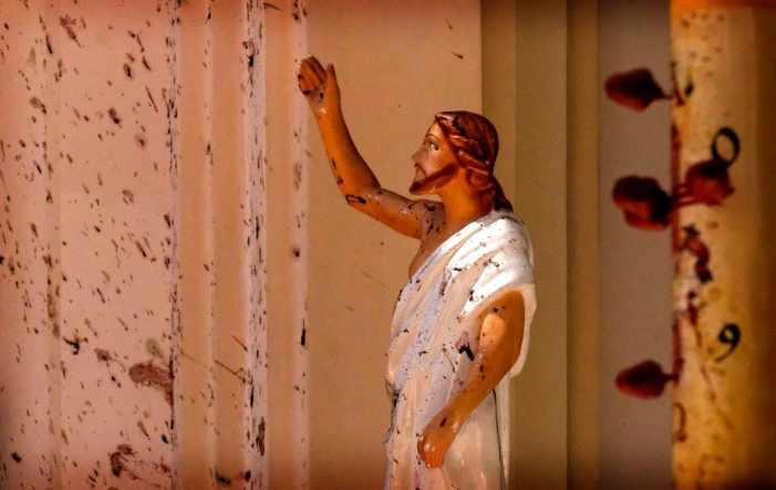 Anticristi, anticristiani, terroristi, cristiani, martiri.