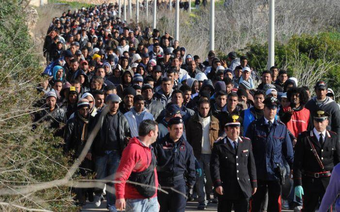 3 articoli che chiariscono (senza dubbi) perché la Dottrina Cristiana non è per l'immigrazione indiscriminata