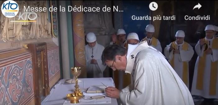 Notre Dame, incendio: tavola montiniana inagibile. A prima celebrazione, vescovo ad orientem