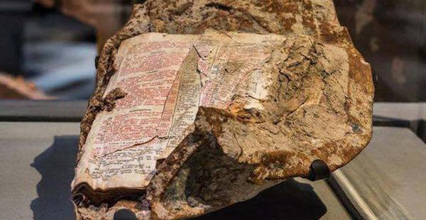 Una bibbia emersa dall'inferno