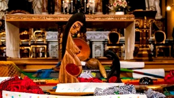 «Con i demoni amazzonici che girano in Vaticano, il primo parrocchiale che sussurra su Halloween lo…»