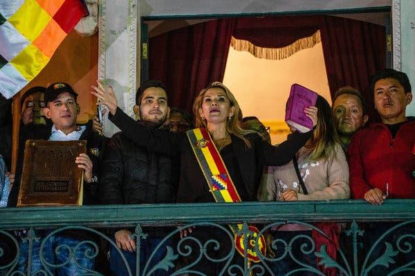 La Russia riconosce Jeanine Añez (che è entrata in carica portando il Vangelo) come presidente ad interim della Bolivia