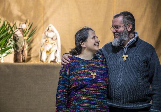 """""""Parrocchia formato famiglia"""". Un articolo di Famiglia Cristiana per l'addio al celibato…ecclesiastico?"""
