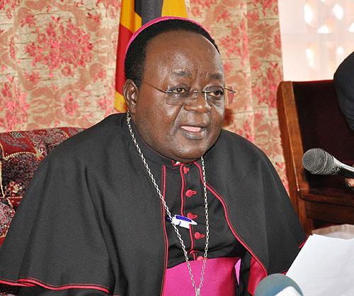 L'arcivescovo ugandese Monsignor Lwanga vieta la Comunione sulle mani