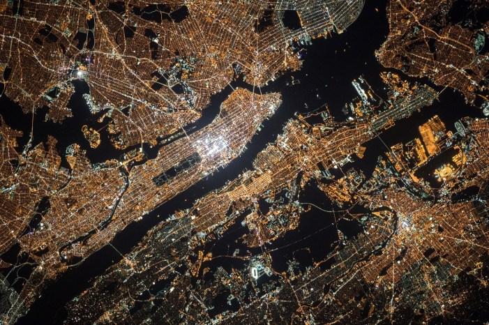 A New York si scavano nuove fosse comuni: breve cronaca dalla città del tramonto