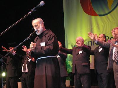 I nostri auguri (di conversione) al Padre Cantalamessa per i suoi 40 anni da Predicatore Pontificio