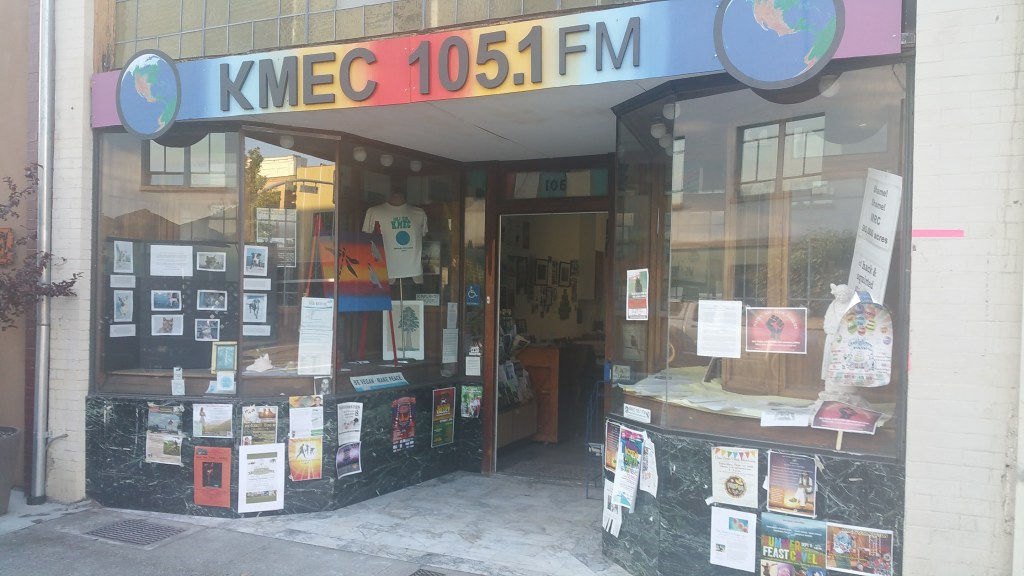 KMEC 105.1 FM