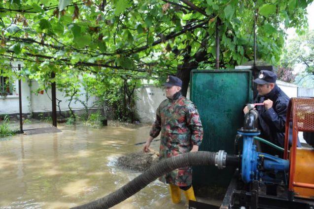 Peste o sută de curţi, grădini şi case au fost inundate în Caraş-Severin