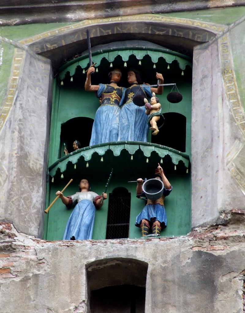 statuetele din Turn