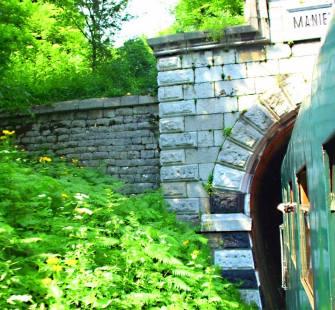 Trenul spre tunel