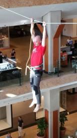 echilibristica la Iulius Mall highline Flaviu Cernescu si George Ciprian Lungu iulie 2015 (2)