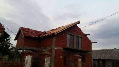 Furtuna a facut prapad la Traian Vuia 17.08 (6)
