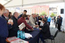 Sesiune de autografe Ioan Aurel Pop