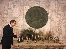 """Il Natale in Sicilia Il presidente della Regione Nello Musumeci:  """"Spero che in ogni scuola dell'Isola possa essere allestito un presepe""""."""