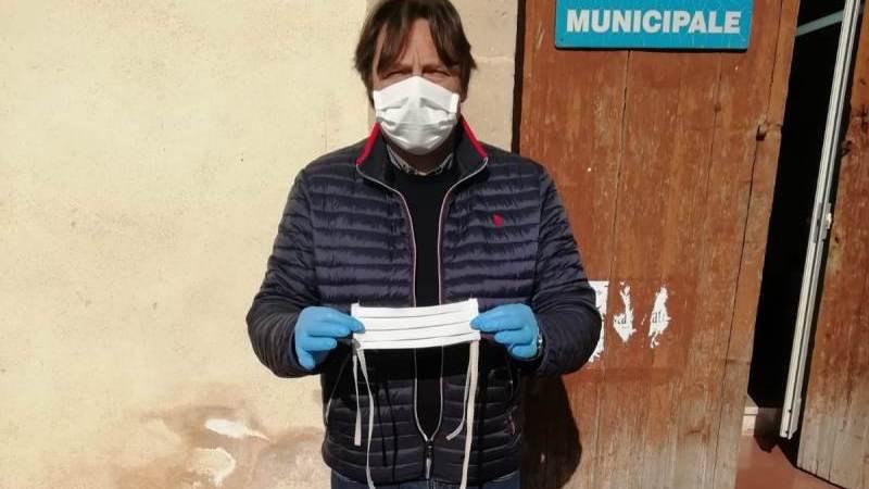 Francofonte. Coronavirus: due sarte donano 70 mascherine realizzate artigianalmente