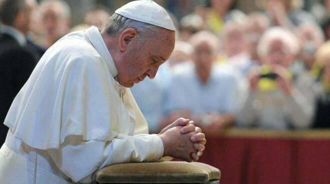 Il Papa: misericordia per umanità provata. Domani sera, alle 19, Chiesa Madre  in  diretta sulla pagina facebook su Radio Una Voce Vicina inBLu  Adorazione Eucaristica
