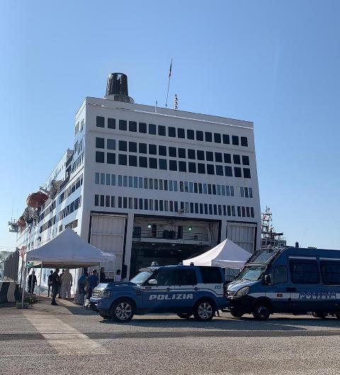 Siracusa, sbarchi. la Polizia arresta cinque immigrati clandestini sbarcati da Nave Azzurra al Porto di Augusta
