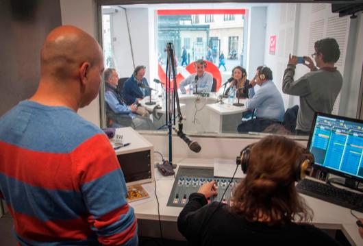 CV Radio, Valencian booth view