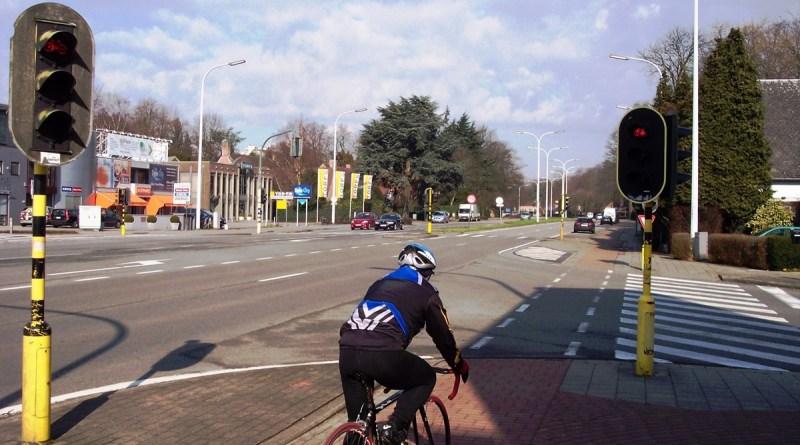 Heraanleg fietspaden op (N1) Mechelsesteenweg in Hove en Edegem uitgesteld