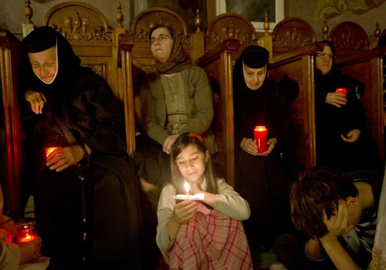 Invierea Domnului, Manastirea Pasarea. AFP PHOTO/ DANIEL MIHAILESCU /