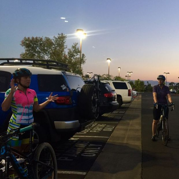 Finally made it out to @lisamtb87 's Las Vegas Lasses group ride & it was great fun! Learned double-formation, hand signals for slowing and switching out of the lead, etc. So cool! Made getting up at 3:30am worth it hehe #cycling #lasvegaslasses #hutchsbicyclegarage #racewithbase #baseperformance