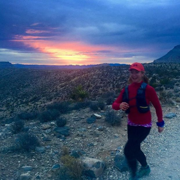 I don't always wake up early to see the sunrise, so today was a treat! Also, mostly because I got to run with @desertgypsyrunner again #redrockfatass #trailrunningvegas
