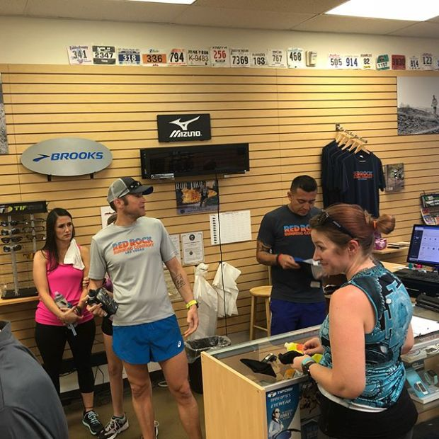 Celebrated #GlobalRunningDay at @redrockrunningco with a 5km, then @runrocknroll did a raffle for swag & served pizza after! #supportlocal