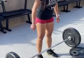 Not everyday is a PR day. I got to 95% of my Clean (115lbs, first video) then attempted 125lbs twice, mistakenly attempted 127 lol, and then just wanted to get under 122lbs. Ahhhh. I still need to get under the bar faster and not get scurred… Next time!  @kiplyn70 #houseofhustleandmuscle #crossfitgirls #olympiclift #cleans #reebokcrossfit #lululemon #crossfit #runnerswholift [instagram]