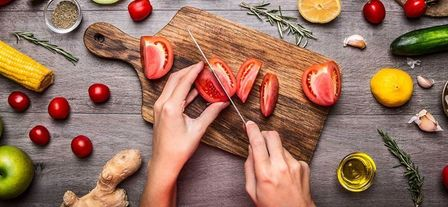 Применение народных средств, диета и профилактика гормональных сбоев у женщин