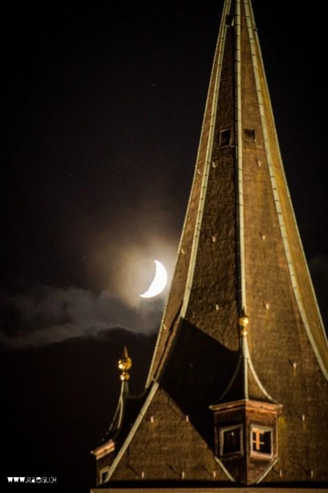 Mond über Zürich