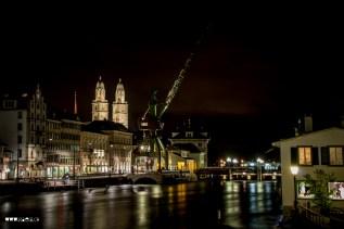 Nächtliches Zürich mit Hafenkran