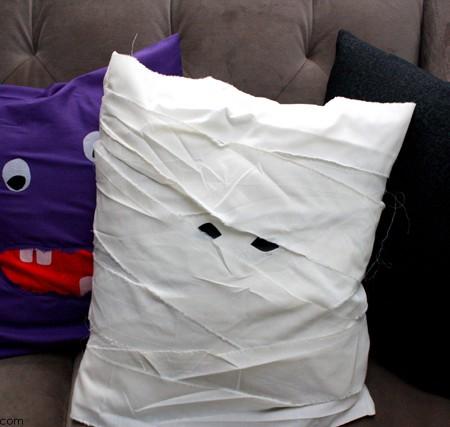 15 minute Mummy and Monster pillow case tutorials - Rae Gun Ramblings
