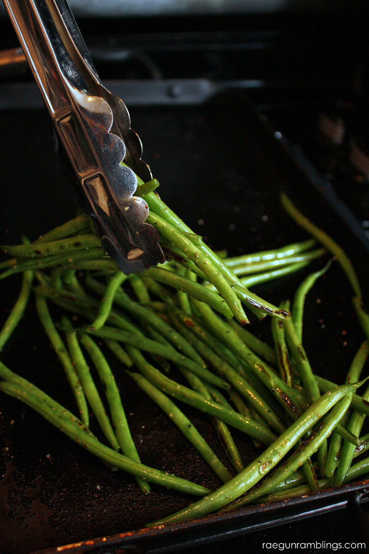 The best green bean recipe. Perfect veggie side dish for dinner.