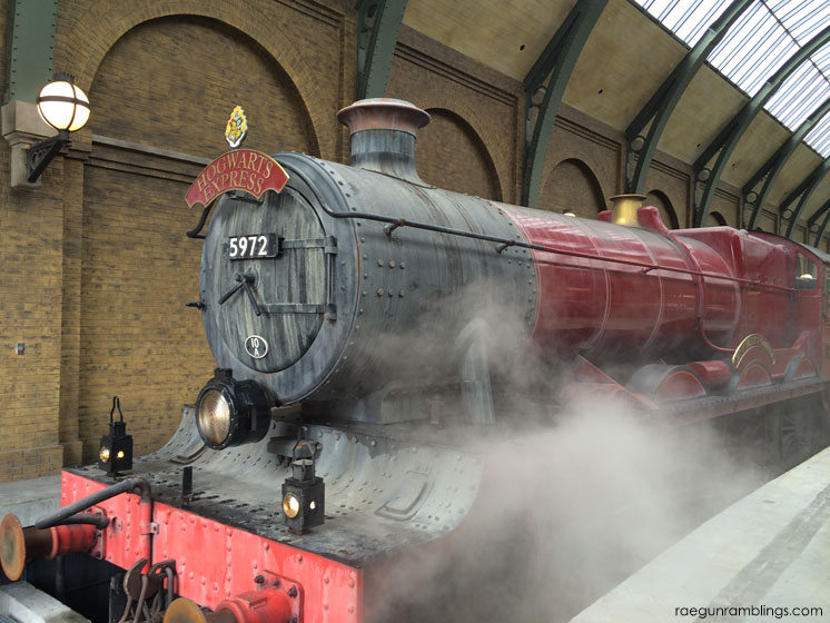 Hogwart's Express at the WIzarding World of Harry Potter (plus tons of pictures)