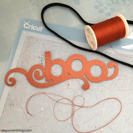 Faux leather design head bands tutorial. Easy customizable 10 minute tutorial