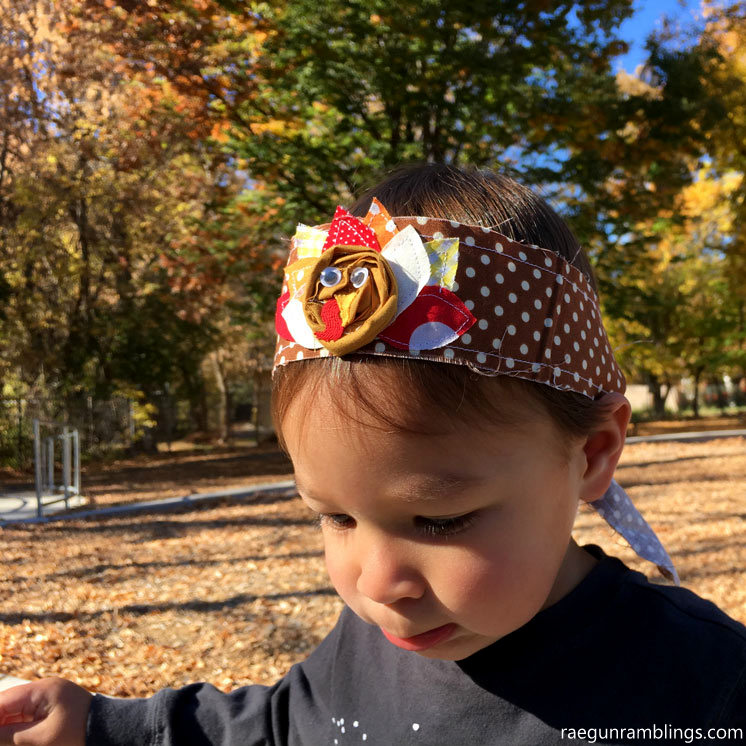 Darling little turkey bandanna. 15 minute Thanksgiving sewing tutorial with free pattern