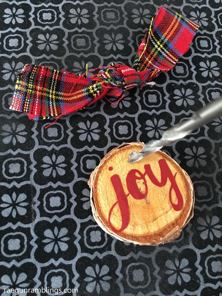 How to make custom wood slice Christmas ornaments