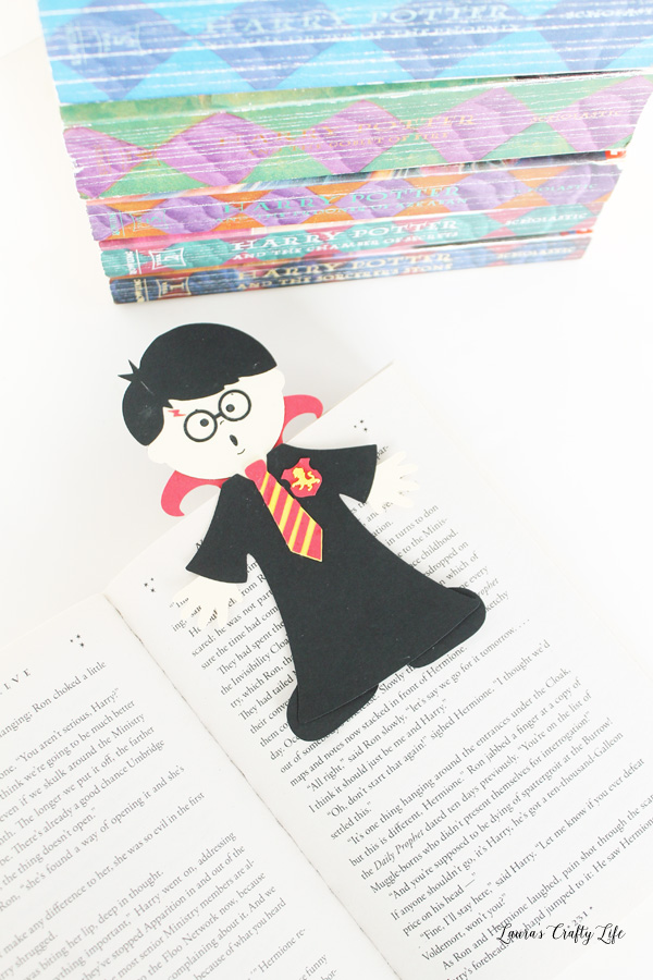 DIY harry potter magnetic bookmark with free cut file