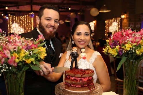 Casamento Lidiane Rocha e Rafael Funchal - Cortando o bolo