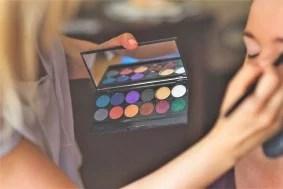 makeup-791303_1920