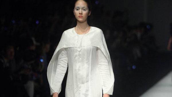 Lo stile gotico-chic di Jiji, tra oscurità e tradizione alla SFW