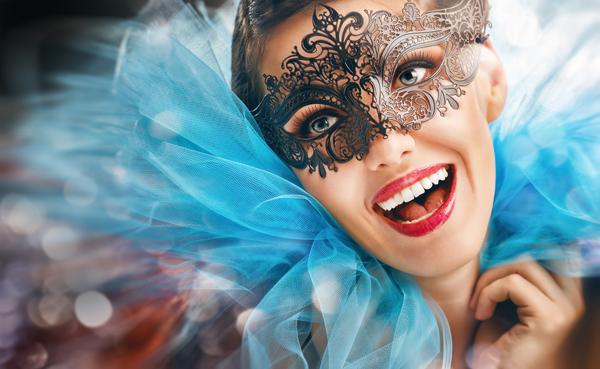 Carnevale, ecco le acconciature più sensuali e sgargianti