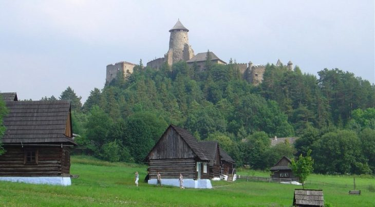 1200px Castle_of_Lubovna_and_museum_of_slovak_village